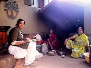 Alcune cuoche in un Ashram a Pune - Foto di Alessandro Ceccarelli